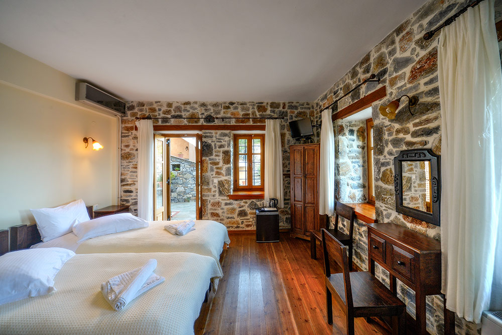 Deluxe Twin Room with Patio - Eos Guest House